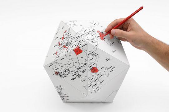 Персонален глобус HERE by countries (голям размер)
