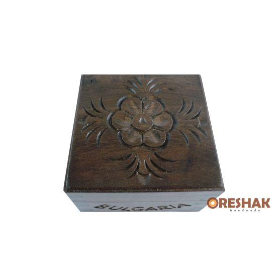 Ракла за скъпоценности с дърворезба 8x8 см., опушен ефект
