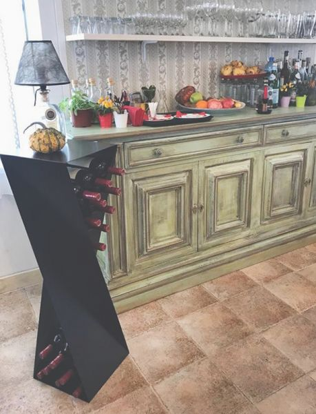 Декоративна маса за бутилки вино - Wine Table
