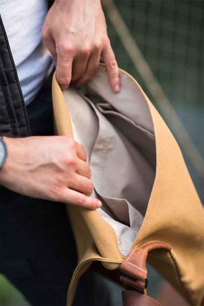 Малка кожена мъжка чанта DiGeordie, Жълт Сахара