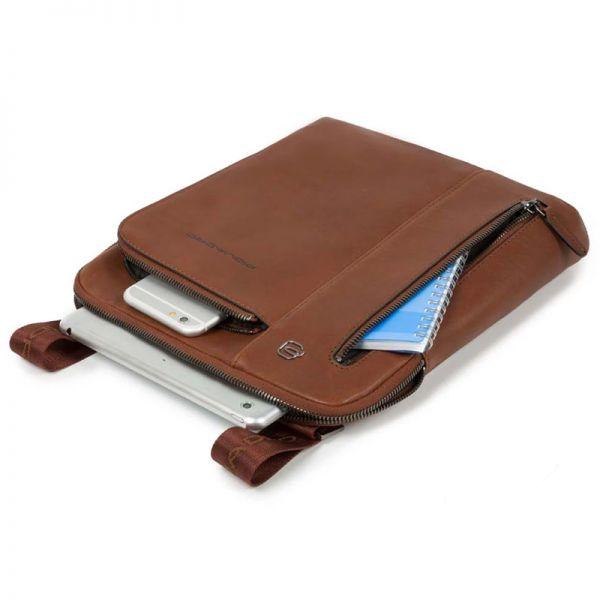 Вертикална чантичка за рамо Piquadro с отделениез за iPad