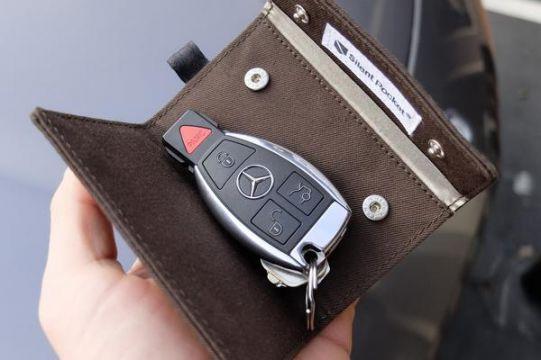 Калъф/протектор за автомобилен ключ (за автомобили с безключово запалване) Silent Pocket, тъмно сив